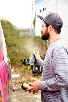 Dan Leo spray painting
