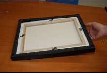Picture: hold frame and canvas together so that they are snug